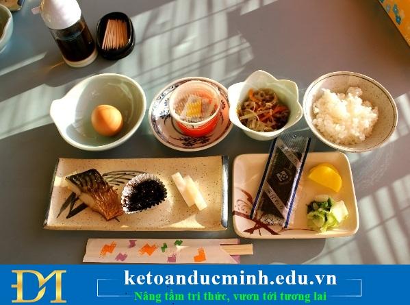 Ăn sáng và ăn trưa thật đầy đủ