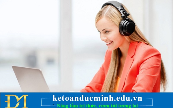 Dành 15 -30 phút mỗi ngày để nghe và đọc các bài báo tin tức tài chính trên internet
