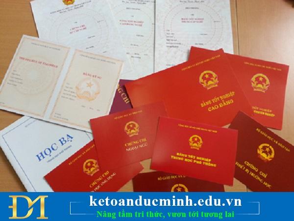 Không được giữ bản chính giấy tờ tuỳ thân, văn bằng, chứng chỉ của người lao động