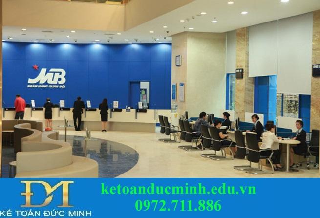 Phân loại ngân hàng thương mại dựa vào tính chất hoạt động