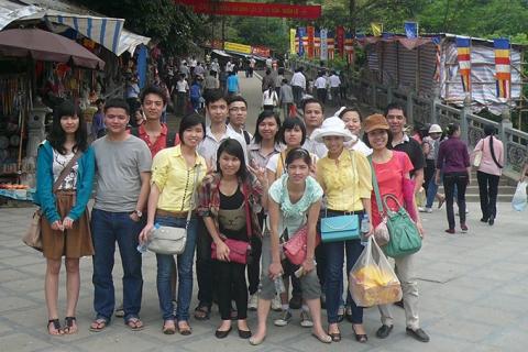 Trẩy hội chùa Hương cùng kế toán Đức Minh