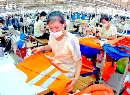 Quy định mới về chính sách đối với lao động nữ năm 2015