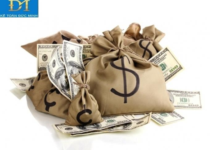 Phí chuyển tiền ai chịu? Cách hạch toán phí chuyển tiền